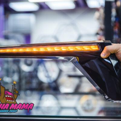 Бегающие LED реснички Toyota Land Cruiser 200 2016+ (черные)