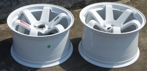 Комплект разношироких дисков Volk Racing TE37 R18 9j/10j ET 30/27 5x114.3 73.1 (белые)