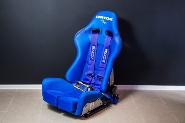Спортивное сиденье Bride Gias, синее полуковш (от 75 до 110 кг)