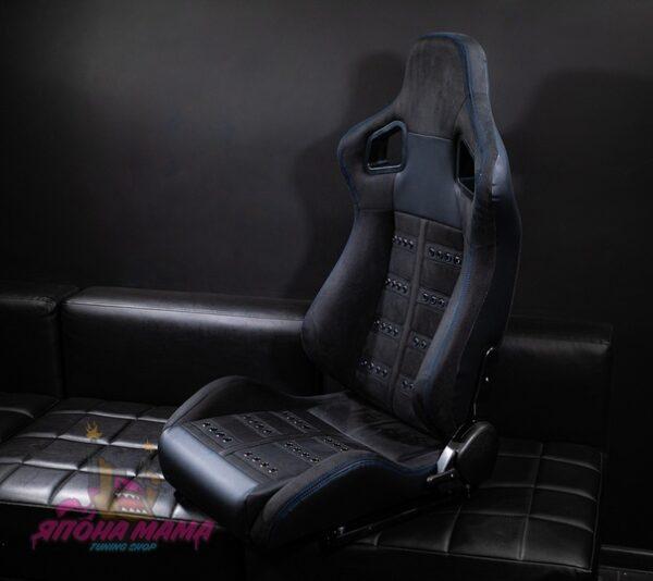 Спортивное сиденье полуковш из алькантары с сочетанием кожи (синяя строчка)
